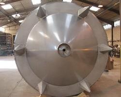 1 Cuve process agitée de 25 000 litres avec circuit forcé pour maintien en température de chocolat