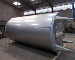 1 Cuve de stockage isolée et agitée de 15 000 litres