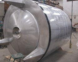 1 Cuve de stockage isolée et agitée de 12 000 litres N°1