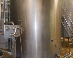 1 Cuve process isolée et agitée avec circuit forcé de 10 000 litres