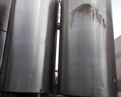 2 Cuves de stockage isolées et agitées de 30 000 litres
