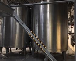 2 Cuves de stockage non isolées et agitées GUERIN de 20 000 litres
