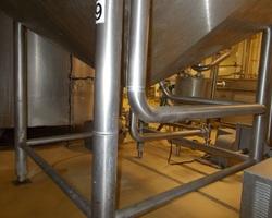 1 Cuve process isolée et agitée avec matelassage sur fond + virole de 5 000 litres