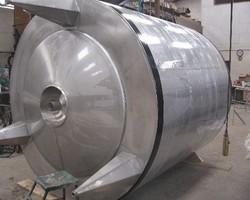 1 Cuve de stockage isolée et agitée de 10 000 litres N°1