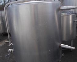 1 Cuve à ferments isolée et agitée de 600 litres avec circuit forcé