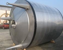 1 Cuve process isolée et agitée avec circuit forcé fond + virole de 10 000 litres