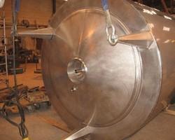1 Cuve process agitée de 8 000 litres avec circuit forcé fond + virole