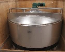 1 Fondoir à beurre agité de 5 000 litres avec circuit forcé fond + virole