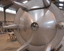 1 Cuve process agitée de 25 000 litres avec circuit forcé sur la virole