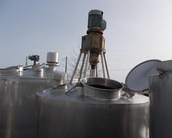 1 Cuve process isolée et agitée de 2 000 litres avec circuit forcé fond + virole