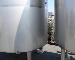 1 Cuve process isolée et agitée avec circuit forcé sur la virole de 6290 litres