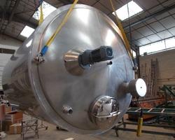 1 Cuve process isolée et agitée de 10 000 litres avec circuit forcé sur 1/2 virole pour maintien de lait en température