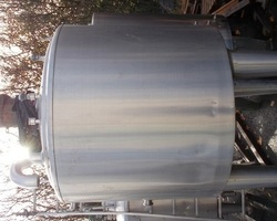 1 Cuve process isolée et agitée avec circuit forcé fond + virole de 1 000 litres