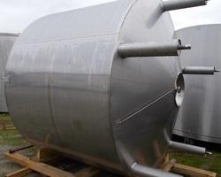 1 Cuve de stockage isolée et agitée de 10 960 litres