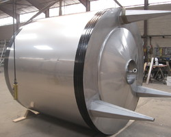 1 Cuve process isolée et agitée avec circuit forcé sur la virole de 6 000 litres