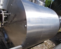 1 Cuve de stockage isolée et agitée de 2 500 litres